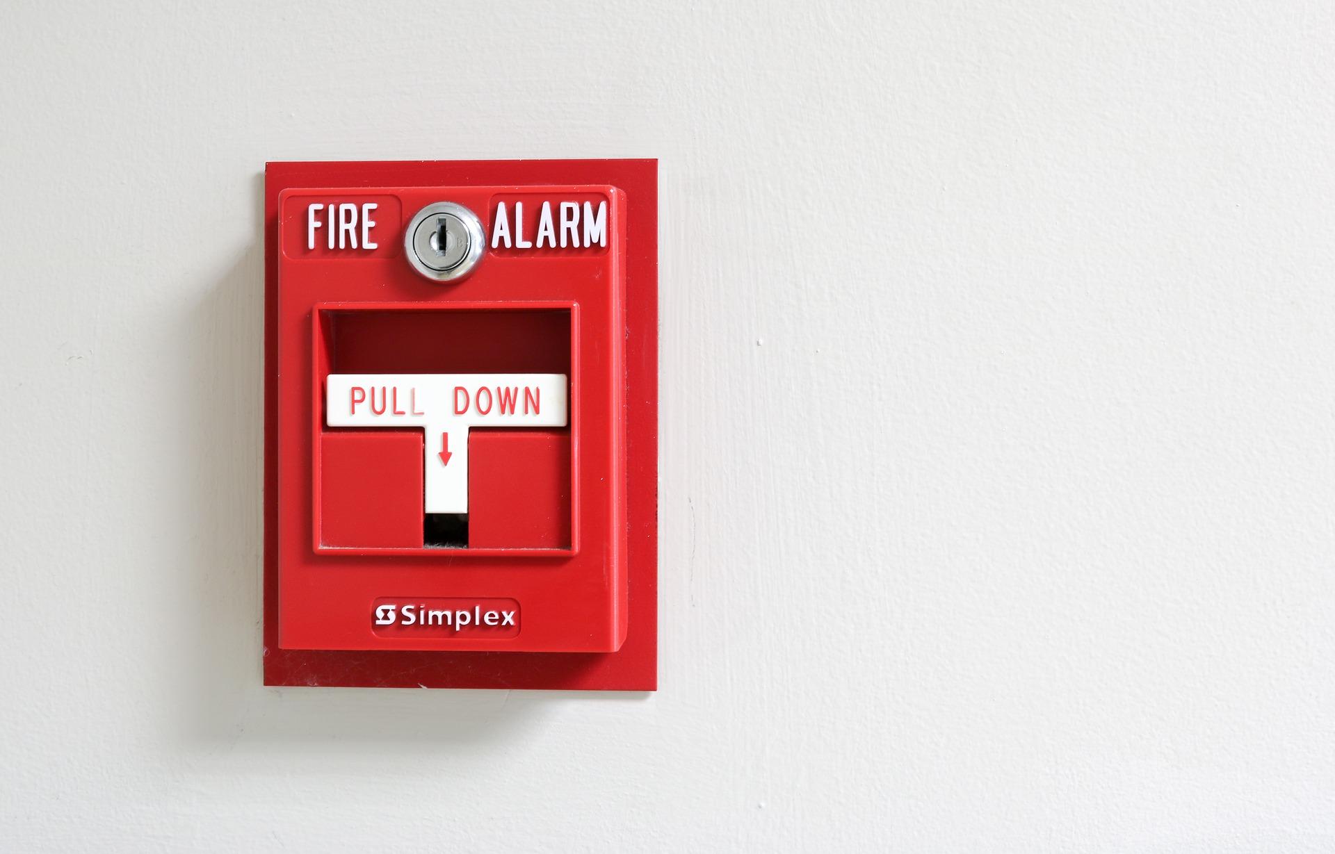 Instalaciones de detección de incendios (pulsadores, central de alarma de incendios, detección de humos, detectores, sirenas...)