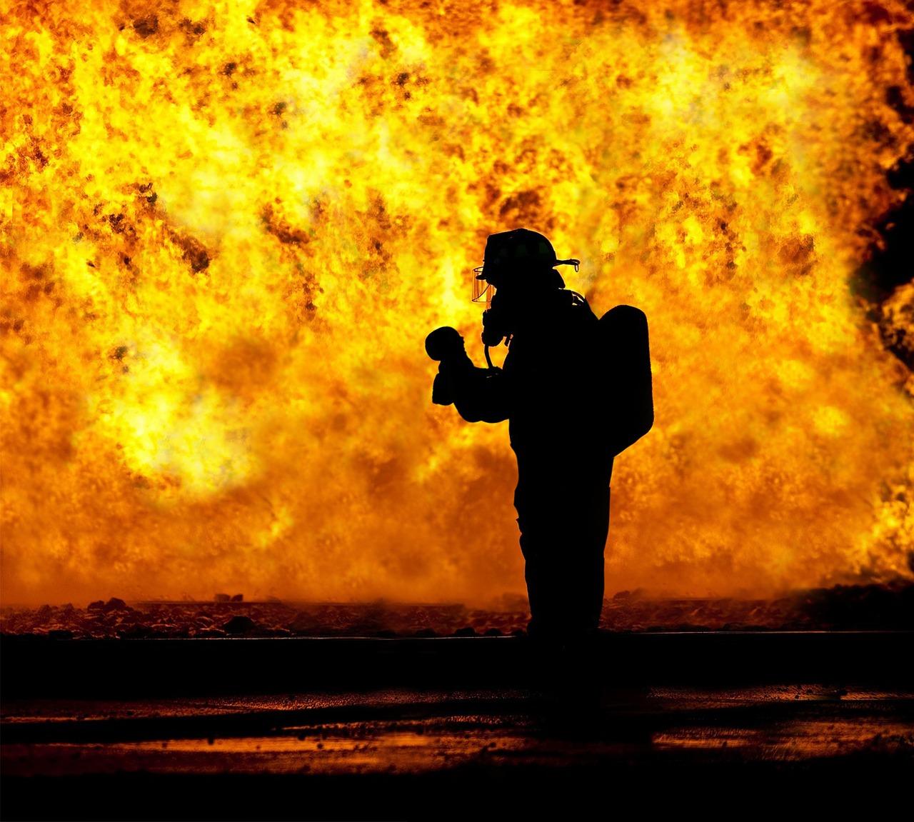 Instalación de extinción de incendios portátiles y fijas (extintores de polvo agua-espuma o CO2, bocas de incendios equipadas BIE, rociadores, hidrantes, columna seca...)