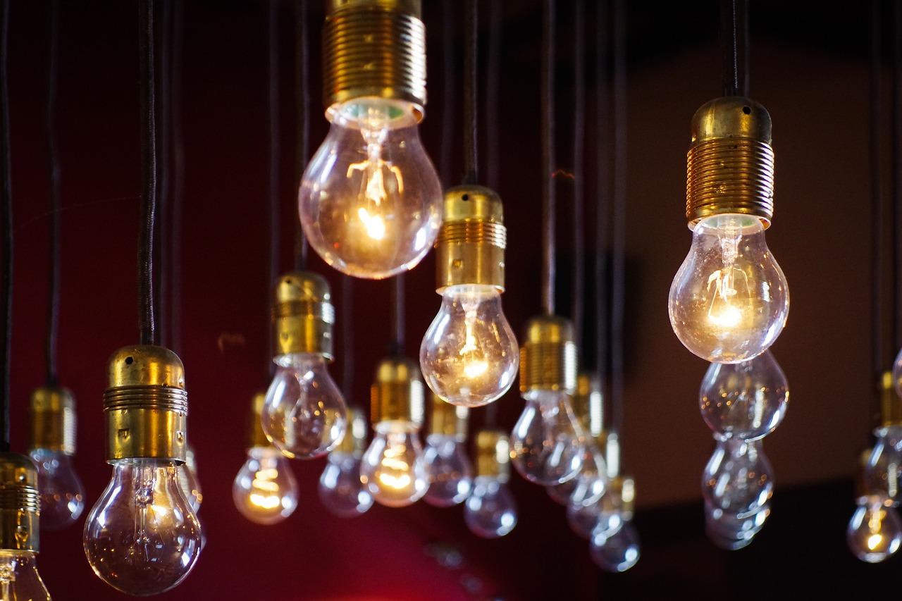 Tienda de material eléctrico, contra incendios (extintores) y de iluminación. Iluminación decorativa, jardín, interior, exterior, proyectores, LED, tiras, casquillos, pizarras LED